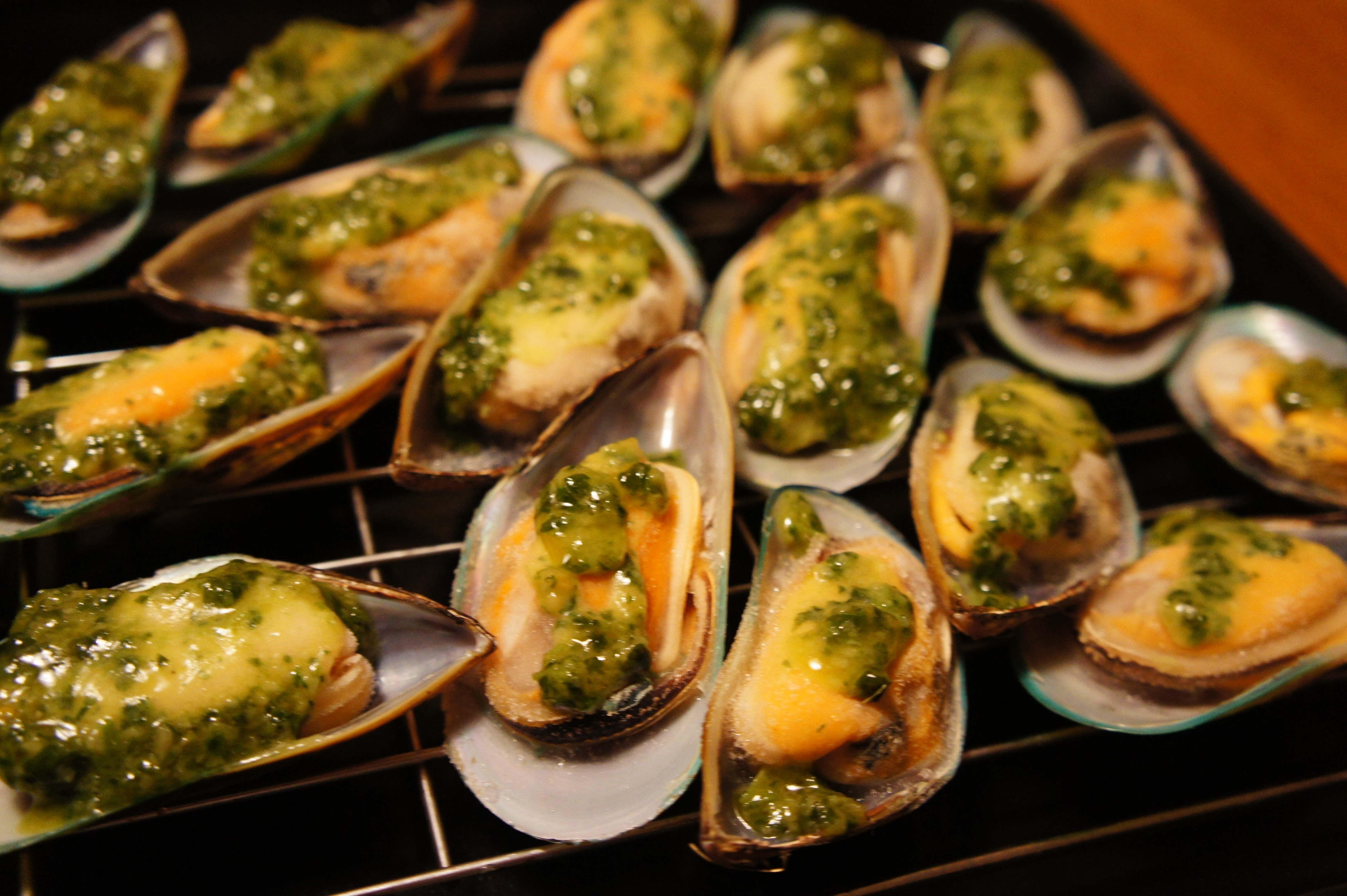 Broiled Mussels With Sweet Paprika Aioli Recipe — Dishmaps